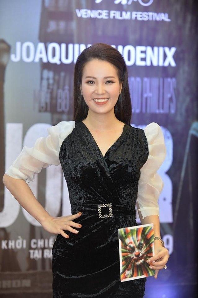 Cường Seven đút đồ ăn cho Vũ Ngọc Anh giữa buổi ra mắt phim 'Joker'