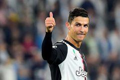 Ronaldo lập công, Juventus chiếm ngôi đầu bảng
