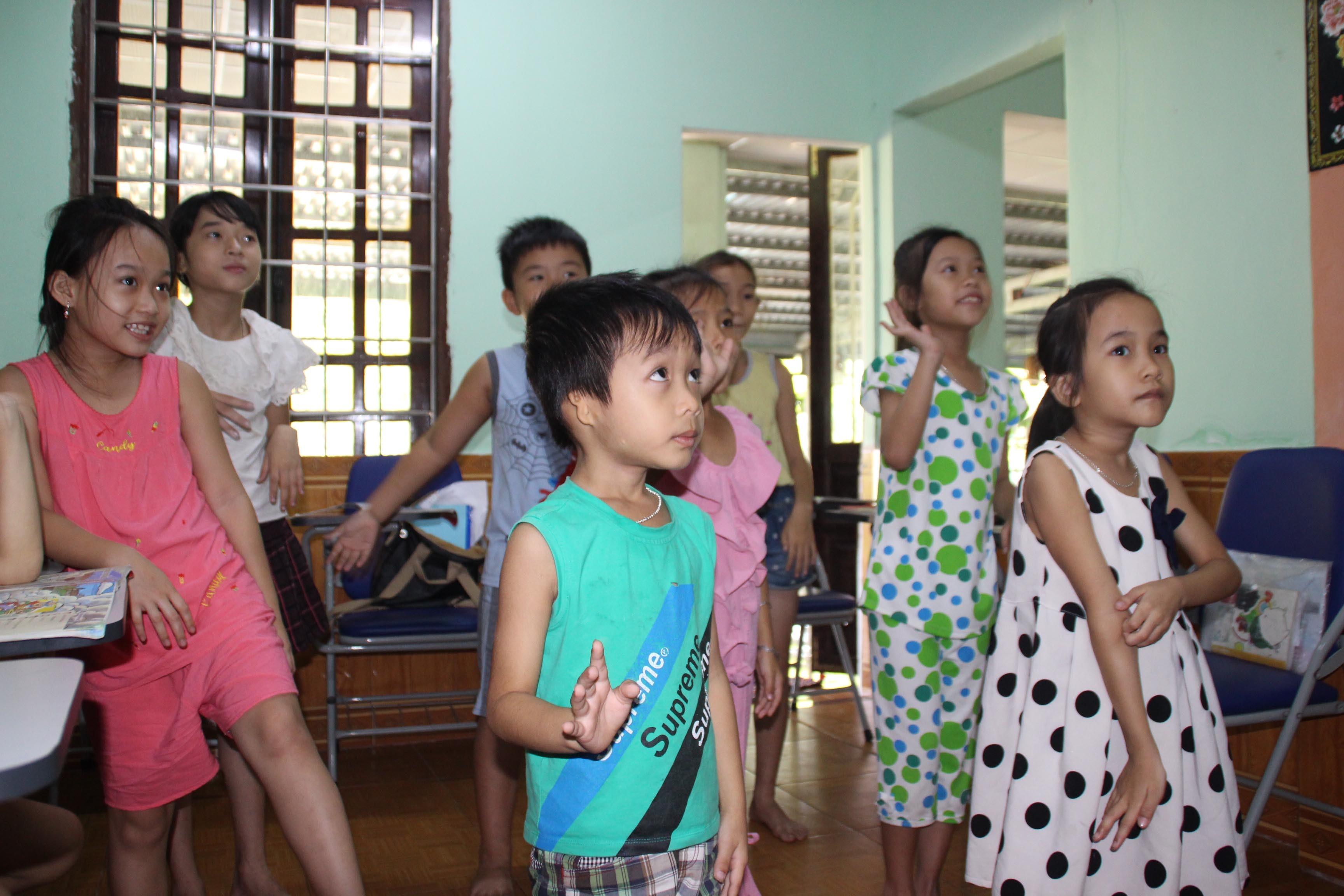 Lớp học 1 đô mang tiếng Anh về làng