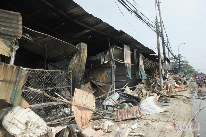 Xoong chảo biến dạng, nước ngọt hóa tro trong chợ bị cháy ở Thanh Hóa