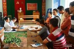 Phó chủ tịch xã nhổ 3.000 cây keo rồi đền 4.000/ cây, dân không chịu