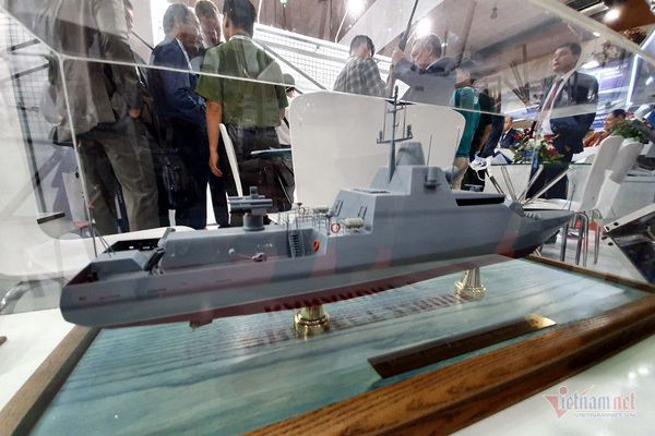 Chiêm ngưỡng tên lửa, tàu chiến, xe tăng cực mạnh ở Hà Nội