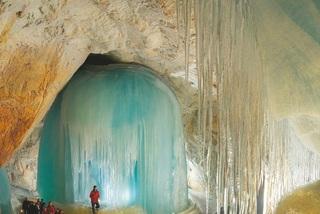 Bí ẩn hang động băng giá lớn nhất thế giới