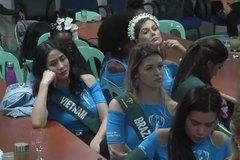 Thí sinh Hoa hậu Trái Đất 2019 đờ đẫn, đại diện Việt Nam cũng ngáp ngắn ngáp dài khi phải nghe thuyết trình liên miên