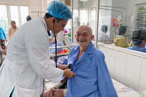 Khách du lịch nước ngoài bị nhồi máu cơ tim, được bác sĩ Việt cứu sống