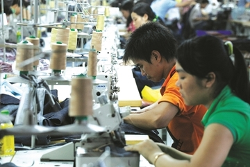 US importers reconsider orders of Vietnam's garments