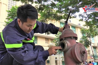 Hàng trăm trụ nước cứu hỏa ở Hà Nội 'khô khốc'