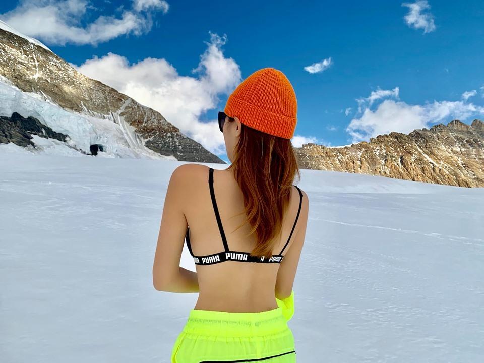 Kỳ Duyên, Minh Triệu diện bikini giữa thời tiết âm độ ở nóc nhà châu Âu