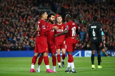 """Salah """"nổ"""" cú đúp, Liverpool thắng hú vía Red Bull"""