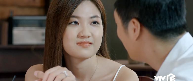 'Hoa hồng trên ngực trái' tập 18, Thái trơ trẽn dắt Trà về nhà ra mắt mẹ