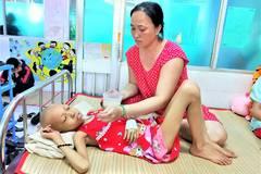 Toa thuốc trên 10 triệu mỗi tháng, mẹ nghèo khóc lặng