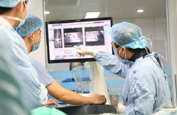 Lần đầu tiên bệnh viện tuyến tỉnh trong nước phẫu thuật thành công cột sống bằng robot