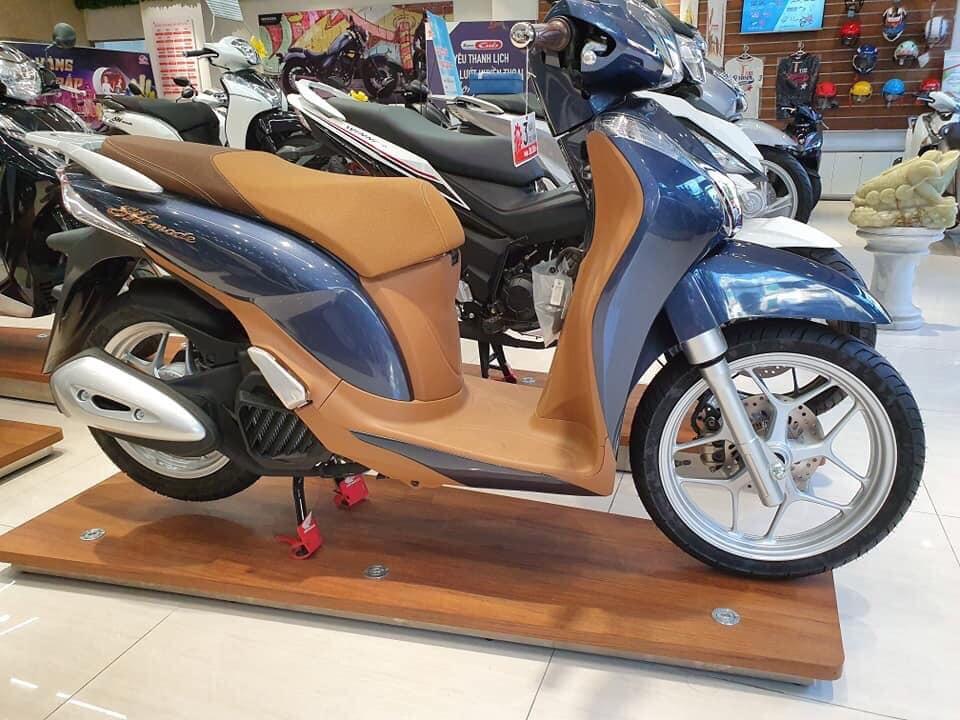 Honda SH đồng loạt tăng giá mạnh trên tất cả các phiên bản.