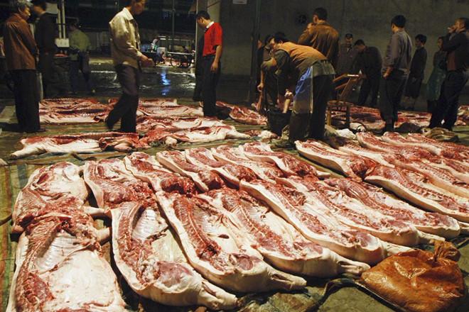 Thiếu thịt lợn, người tiêu dùng Trung Quốc bắt đầu ăn thịt giả