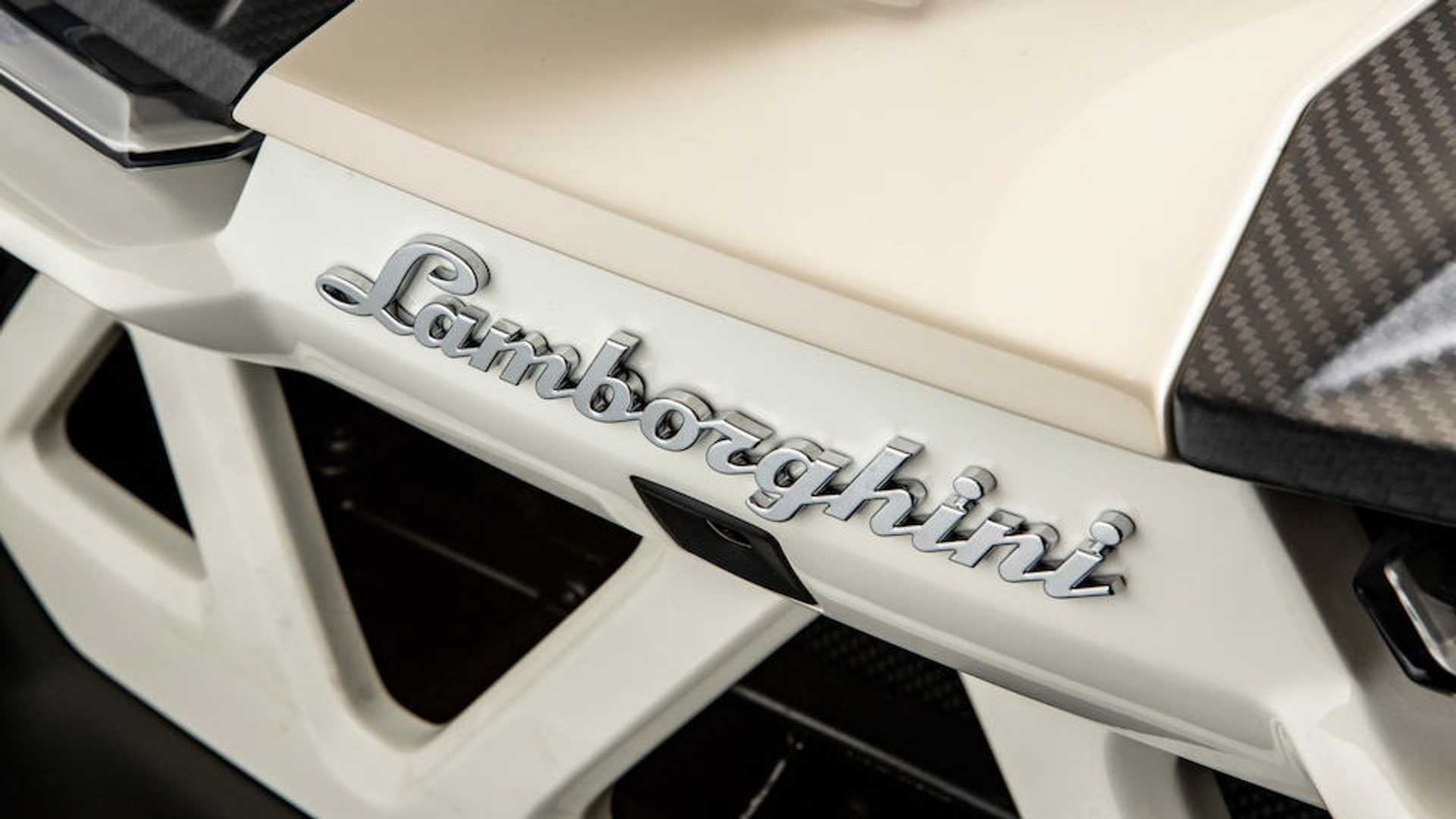 Siêu xe mui trần Lamborghini bị tịch thu bán giá 192 tỷ
