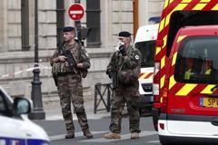 Đâm dao đẫm máu ở đồn cảnh sát Pháp