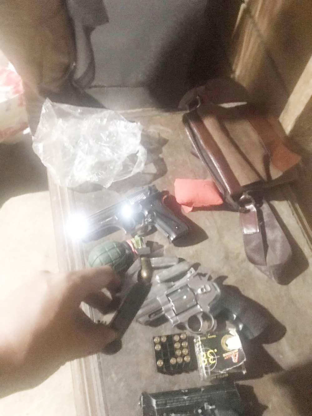 Trùm ma túy thủ cả 'mớ' súng đạn, vợ hotgirl chuyên tuồn hàng ở Sài Gòn