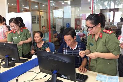 Quảng Ninh thu phí, lệ phí xuất nhập cảnh bằng biên lai điện tử