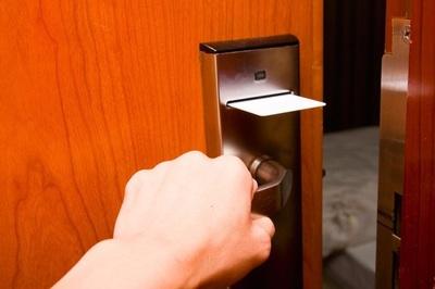 Thực hư thông tin gõ cửa 3 lần trước khi vào phòng khách sạn để tránh ác mộng
