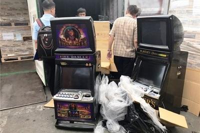 Nhập máy đánh bạc nhưng khai là bàn làm việc