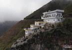 2 năm liên tiếp Sở báo sai, Hà Giang vẫn để 7 tầng mọc trên đỉnh Mã Pí Lèng