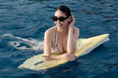Ngỡ ngàng vẻ nóng bỏng của Hoa hậu giàu nhất nhì Việt Nam ở tuổi 43
