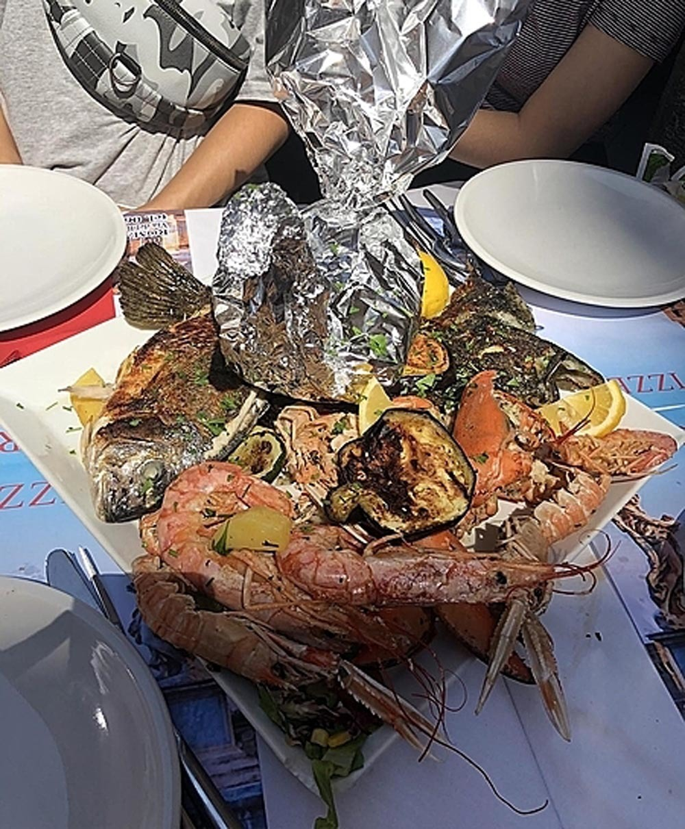Thử 1 lạng , khách Việt bị nhà hàng ép trả tiền gần 5 kg hải sản