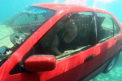 Tự hạ kính khi ôtô ngập nước, hiệu quả nhưng không dễ kích hoạt