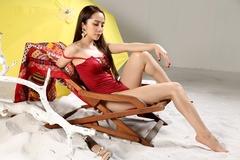 Quỳnh Nga 'Về nhà đi con' mặc bikini khoe đường cong hút mắt