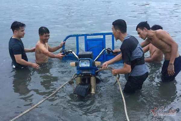 Bỏ xe ba gác trôi sông, người đàn ông Thanh Hóa cứu sống 3 cháu nhỏ