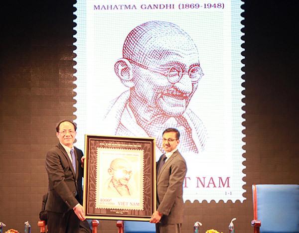 Phát hành bộ tem Mahatma Gandhi