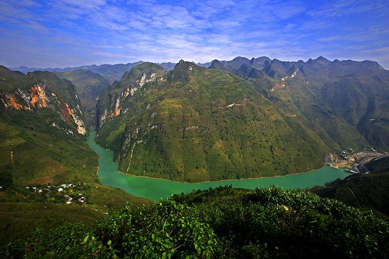 Cung đường đèo nguy hiểm bậc nhất Việt Nam