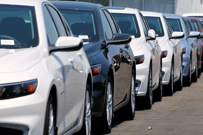 Ô tô giảm tiếp trăm triệu, xả kho từ nay đến mùa Tết