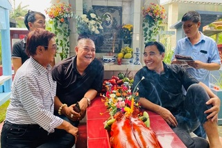 Quyền Linh, Lê Tuấn Anh thăm mộ, nhớ lại kỷ niệm với Lê Công Tuấn Anh