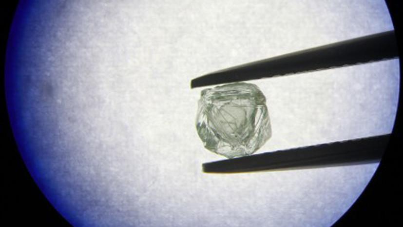 Phát hiện viên kim cương 'búp bê gỗ' 800 triệu năm tuổi độc nhất vô nhị
