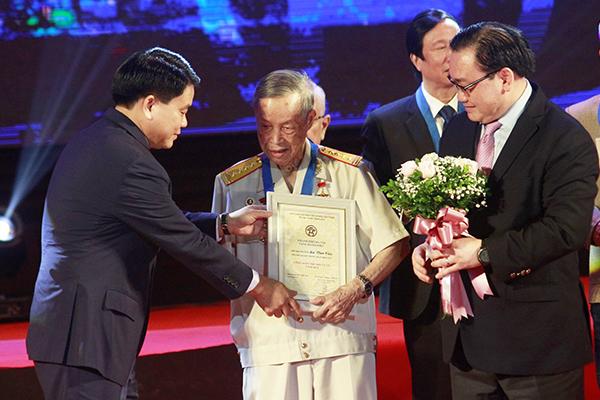 Anh hùng La Văn Cầu là công dân Thủ đô ưu tú:'Vinh dự quá lớn với tôi'