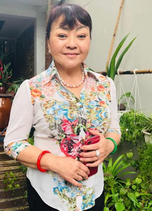 Danh ca Hương Lan khoe vườn rau tự trồng trong căn nhà 1.000 m2 ở Mỹ