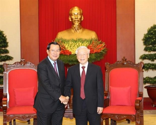 Vietnamese leaders hold talks with Cambodian PM Hun Sen