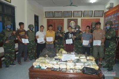 Bắt nhóm người Lào vận chuyển số lượng ma túy khủng nơi biên giới
