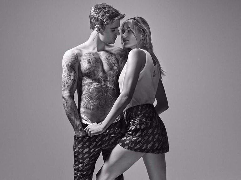 Justin Bieber chụp ảnh nội y nóng bỏng cùng vợ mới cưới