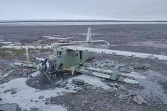 Đoàn làm phim Nga trốn trong xác máy bay vì sợ gấu tấn công