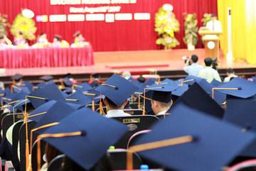 Có nên bỏ ghi xếp loại trên bằng đại học?
