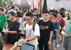 Xếp hàng mua sách tại Hoàng thành Thăng Long