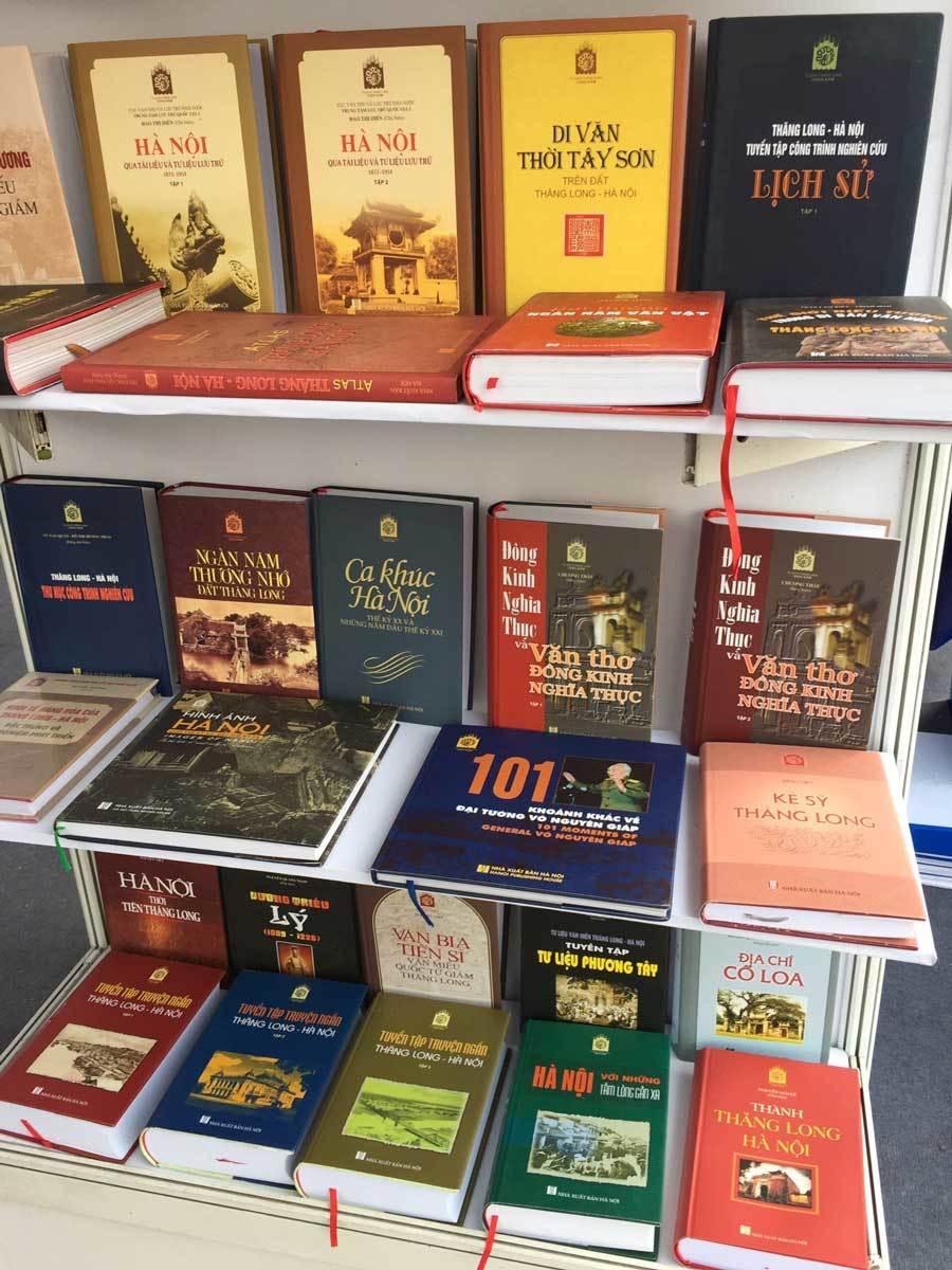 Những trang sách đầy tình yêu về Thăng Long - Hà Nội