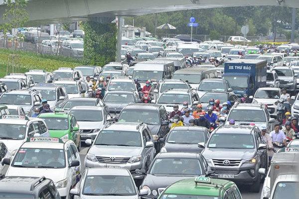 TP.HCM tăng kịch trần phí đăng ký ô tô, xe máy