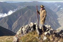 Xem Putin lái xe, leo đèo ở vùng núi Siberia
