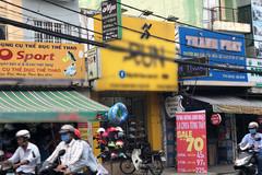 Bị tố quảng cáo tục tĩu, tiệm giày nói 'khách biết đến nhiều hơn'