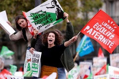 Thousands peacefully protest French IVF law, avoiding repeat of 2013 violence