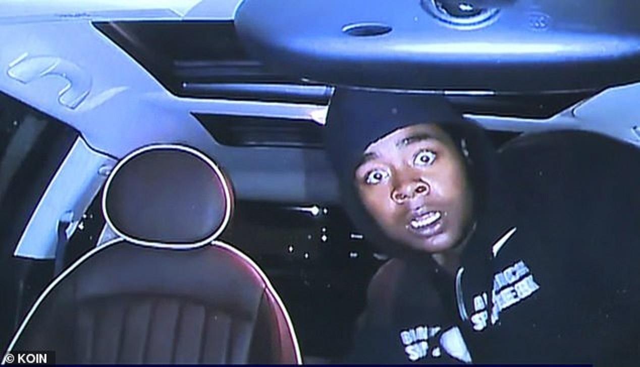 Tên trộm ô tô hoảng sợ bỏ của khi bị camera 'chiếu tướng'