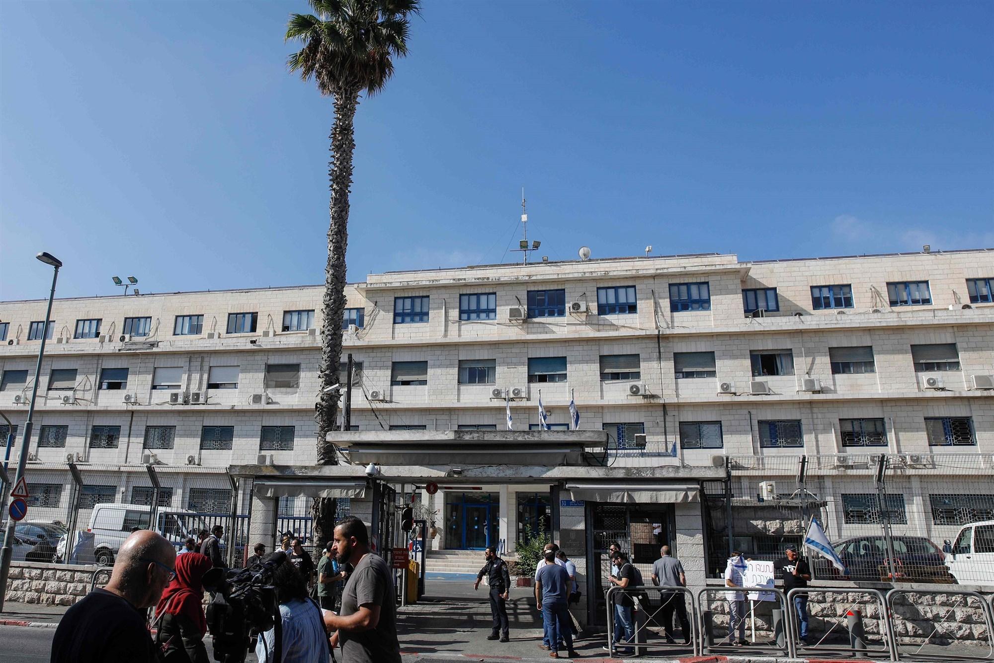 Netanyahu's pretrial corruption hearing begins as unity government talks falter